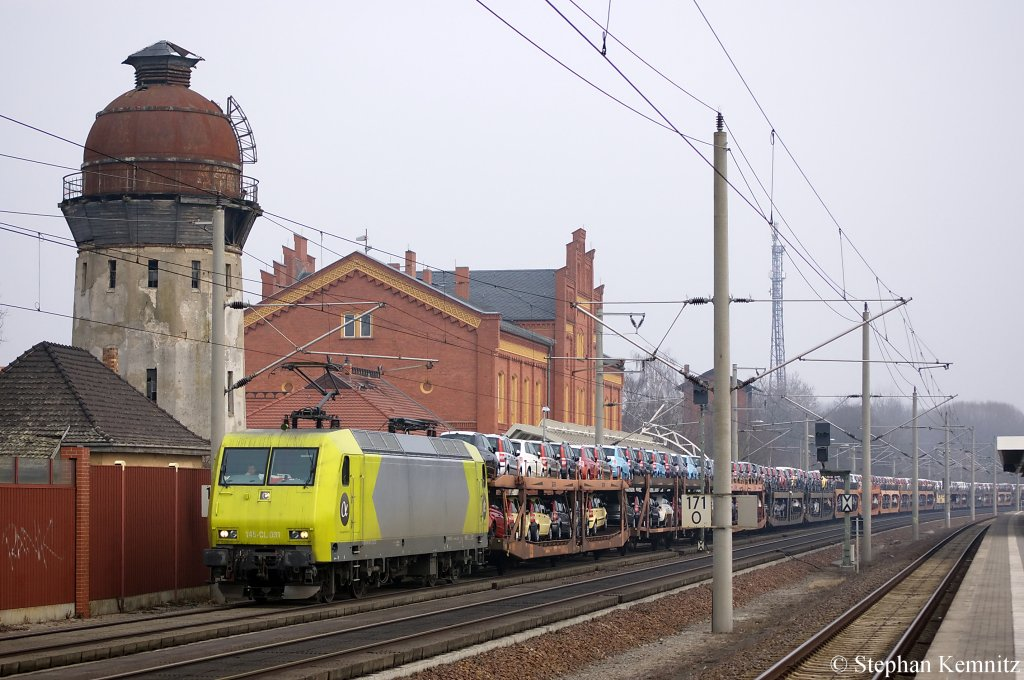145-CL 031 (145 931-2) Alpha Trains in Dienst für Crossrail mit dem Fiat Autotransportzug in Rathenow in Richtung Stendal unterwegs. 15.03.2011