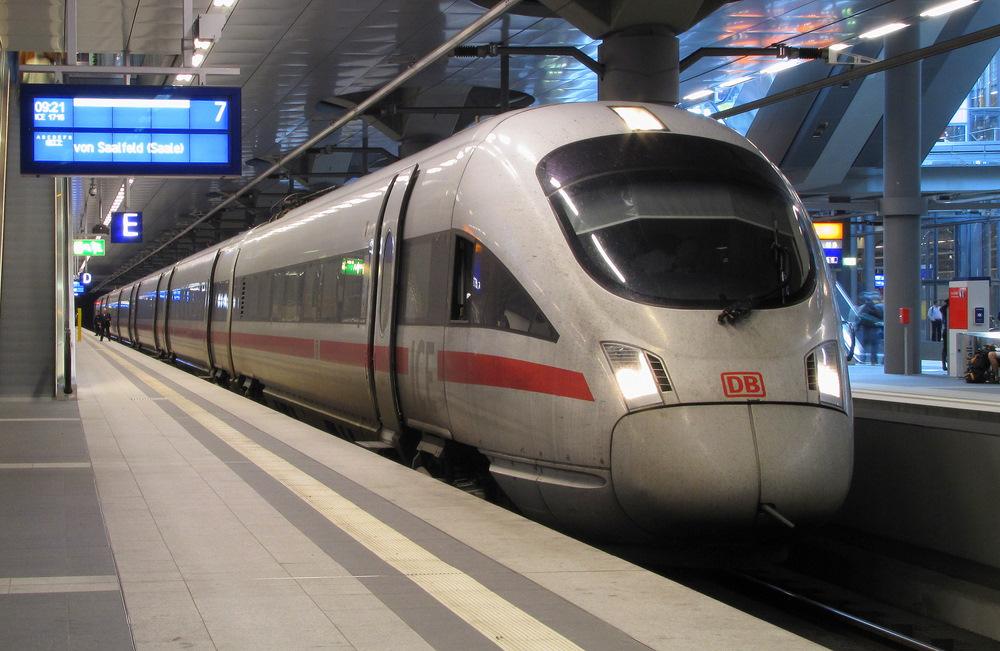Ein ICE-T der Baureihe 411 steht am 05.07.2007 in Berlin ...