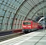 BR 112/123263/noch-aus-der-analogen-zeit-kenne Noch aus der analogen Zeit (kenne das Datum nicht genau, aber im April 2009 aufgenommen) stammt dieses Bild der 112 182-1 mit einem RE 1 in Berlin Hbf. nach Frankfurt(Oder).