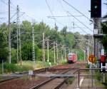 RE160 Steuerwagen/118360/ganz-neu-war-die-kamera-noch Ganz neu war die Kamera noch und experimentiert wurde auch noch damit. So entstand dieser Schuss vom Bahnhof Bestensee auf den Richtung Cottbus verkehrenden RE 2. Das Signal zeigt bereits Fahrt für einen mit einer 155er bespannten GZ Richtung Könisg Wusterhausen. Und wer den Gleislatscher findet, darf ihn behalten. 20.06.2009